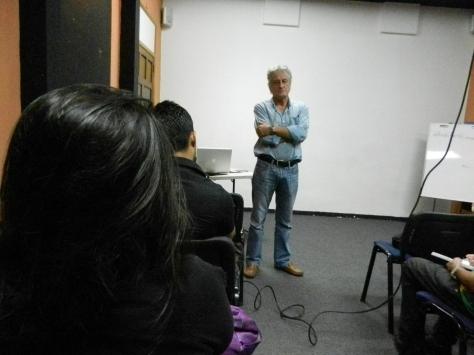 Félix Zurita brindando la introducción al taller de Telenovela Social